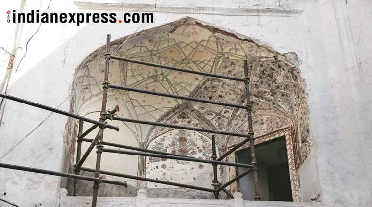 red fort, monument, hidden painting, asi,Archaeological Survey, chhatta bazaar, mughal era paintings discovered,indian express