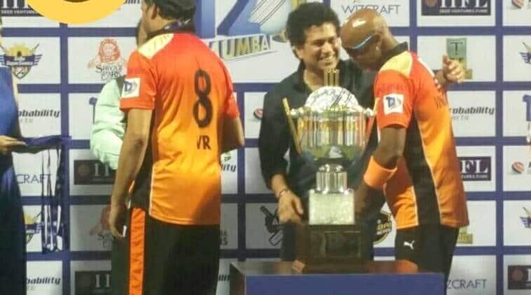 Sachin Tendulkar, Vinod Kambli, Vinod Kambli touches Sachin Tendulkar feet,