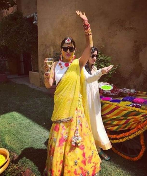 shriya saran mehendi ceremony photos