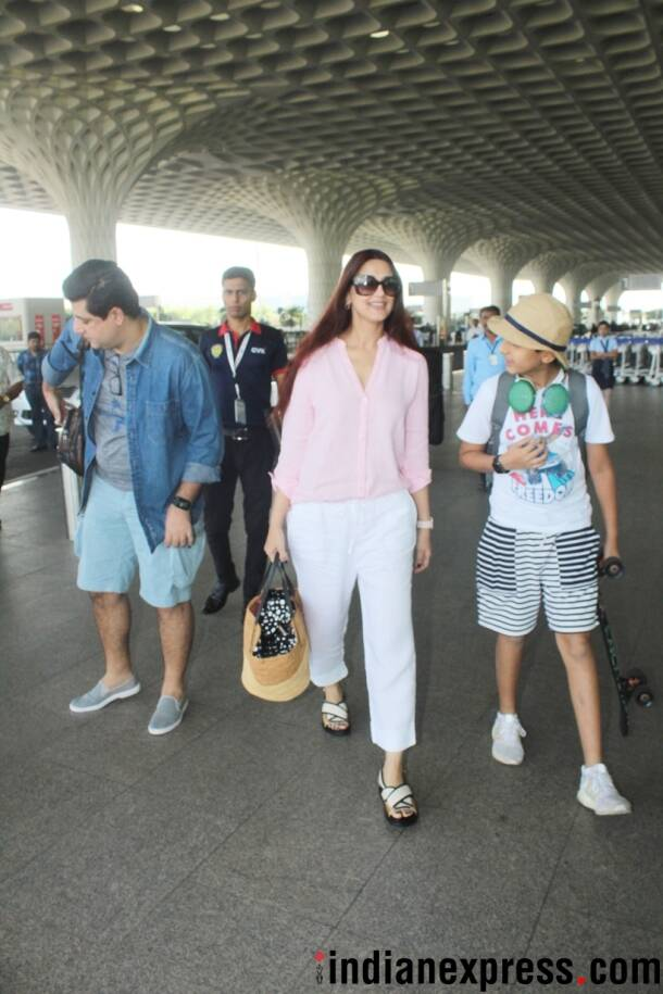 sonali bendre at the airport