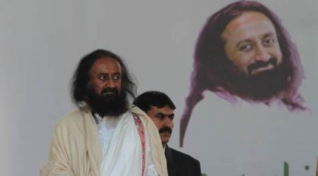 Pro-freedom slogans raised at Sri Sri's event in Srinagar, people leave midway