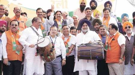 Punjab: Sukhbir Badal, Vijay Sampla share stage at BJP rally, say tie-up to stay