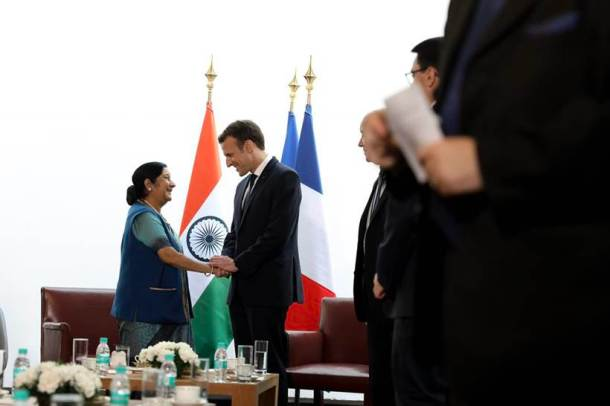 Macron in India, French President, Macron in India photos, French President images, Macron ceremonial reception, Macron Modi photos, Narendra Modi, India France ties, Indian Express