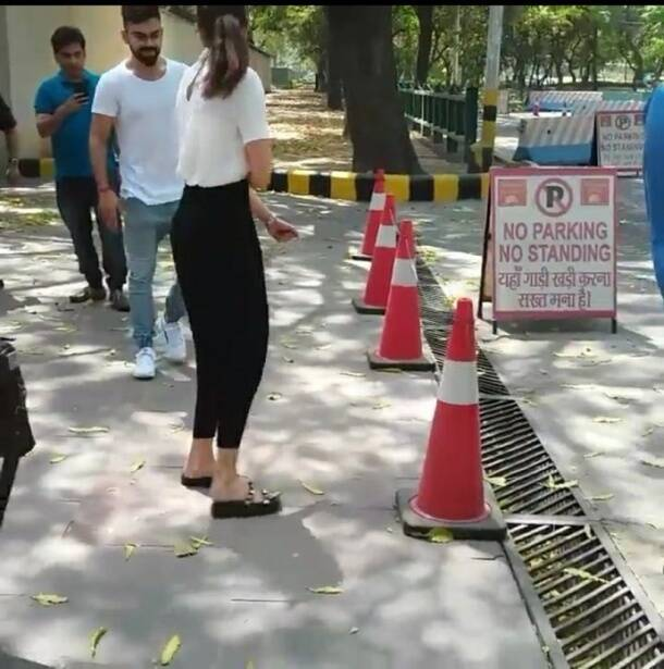 kohli with anushka photo