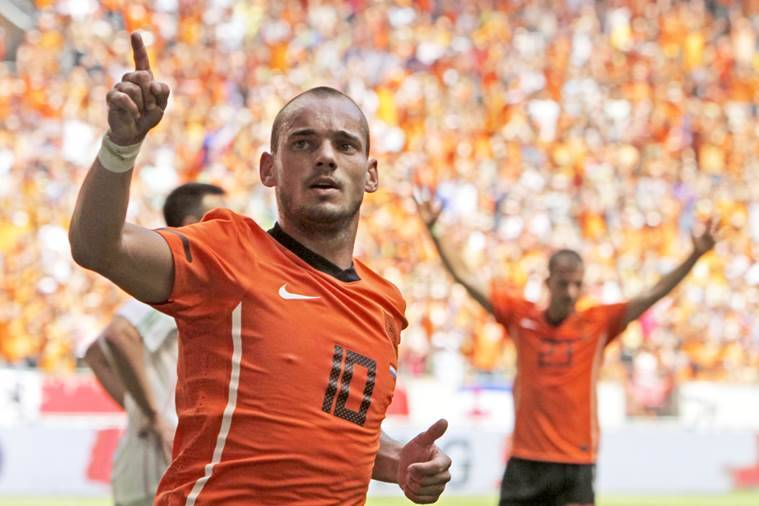 Dutch midfielder Sneijder calls time on global career