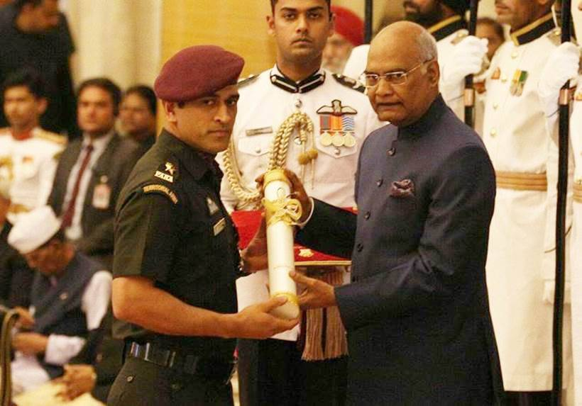 MS Dhoni with President Ram Nath Kovind.