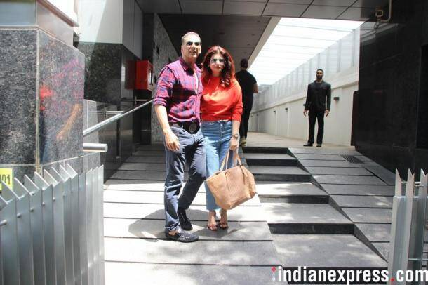 akshay kumar with twinkle khanna and family