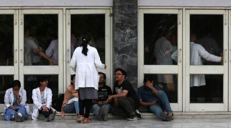 Delhi: Doctors call off strike after AIIMS removes faculty member