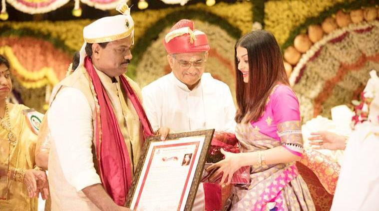 aishwarya rai bachchan receives woman of substance honour by bunt community