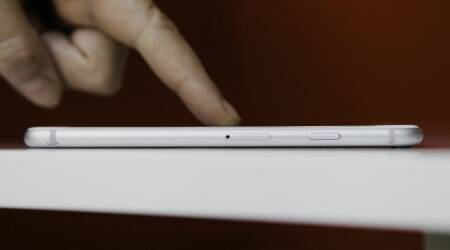 Apple working on curved iPhone screen, touchless control