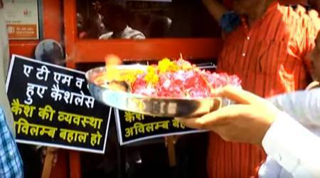 VIDEO: Kanpur shopkeepers perform aarti to 'ATM DEVA' after cash crunch