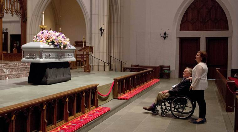 About 2,500 mourners pay respects to Barbara Bush at viewing