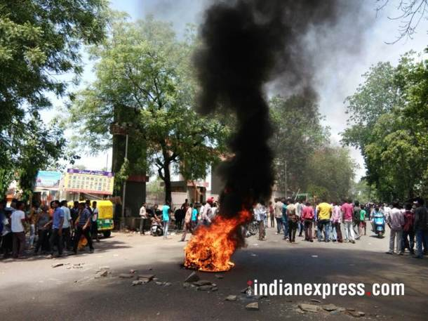 bharat bandh photos, dalit protest images, bharat bandh violence images, dalit protest pics, stone pelting, tyre burnt, sc st atrocities act, indian express