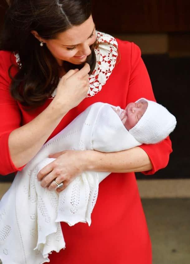 royal baby, royal baby 3, third royal baby, royal baby photo, third royal baby photos, royal baby first photos, kate middleton, prince william, kate middleton new baby photos, duchess of cambridge new baby photos, world news, indian express,