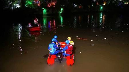 Seventeen people dead as two dragon boats capsize in southern China