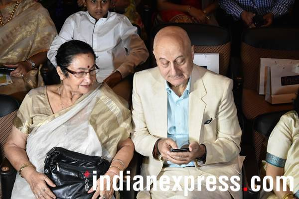 anupam kher at Deenanath Mangeshkar Award
