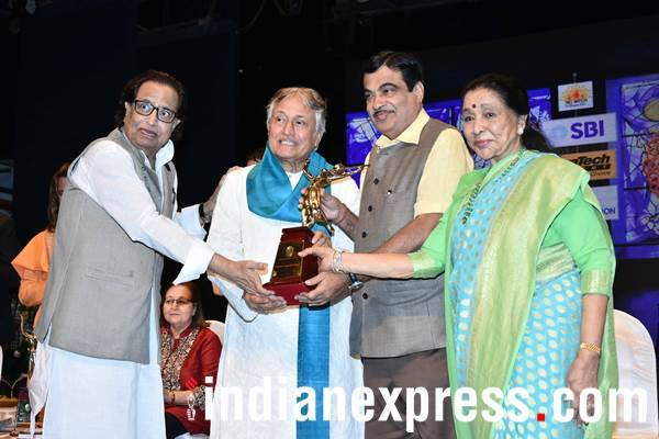 amjad ali khan at Deenanath Mangeshkar Award