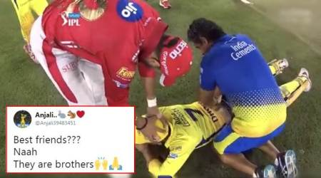 IPL 2018, KXIP vs CSK: Twitterati LOVE this picture of Yuvraj Singh helping out MSDhoni
