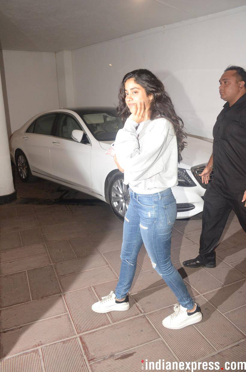 janhvi kapoor at manish malhotra house