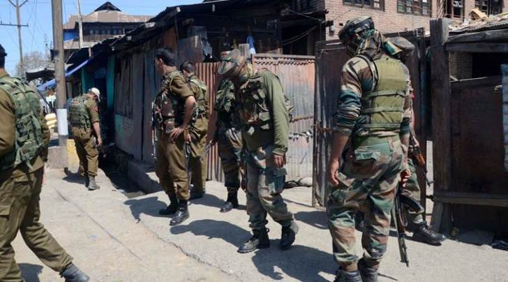 Security forces on duty in south Kashmir on Sunday. (Express photo/Shuaib Masoodi)