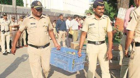 Mumbai: Farmers dump vegetables at Mantralaya; eight booked, let off