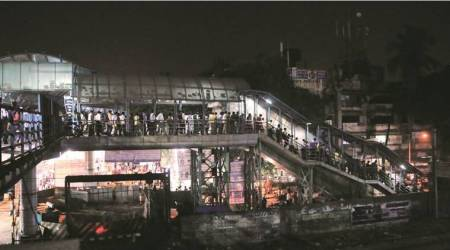 Escalator to Kandivali bridge stops working; commuters rue as they have to walk 400 m to exit station