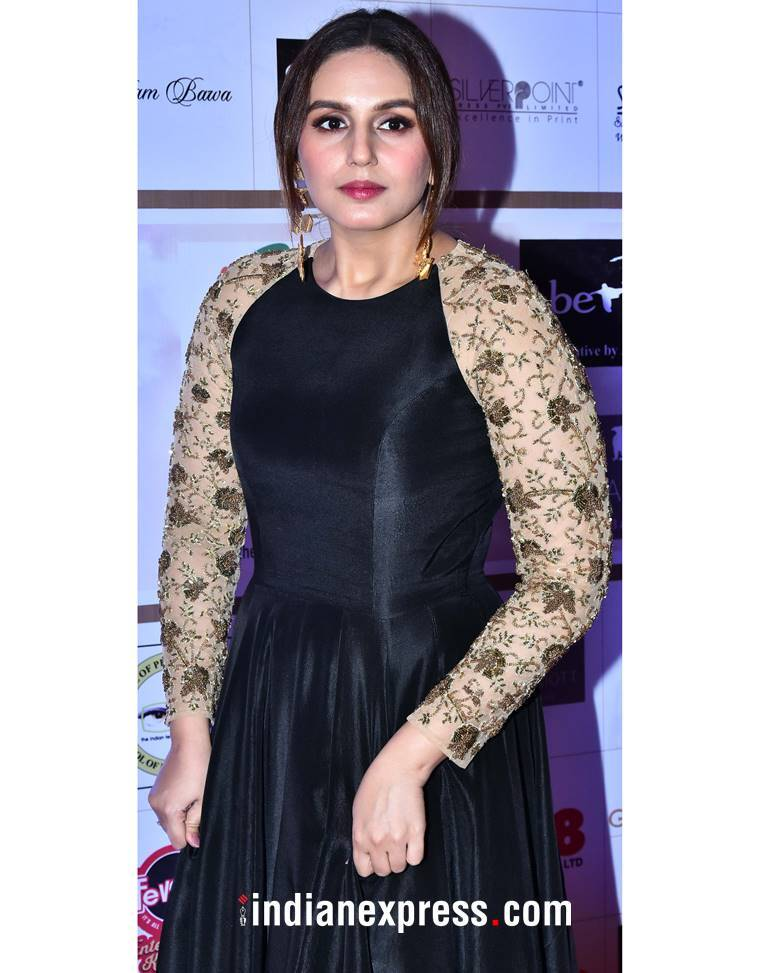 Huma Qureshi, Huma Qureshi latest photos, Huma Qureshi fashion, Huma Qureshi Nikhil Thampi, Huma Qureshi black and gold gown, Huma Qureshi Gr8 Flo awards, indian express, indian express news