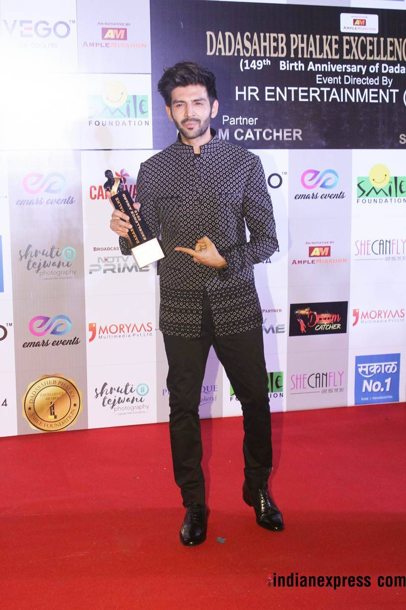 kartik aaryan at dada saheb phalke excellence awards