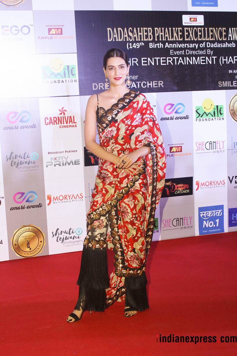 kriti sanon at dada saheb phalke excellence awards
