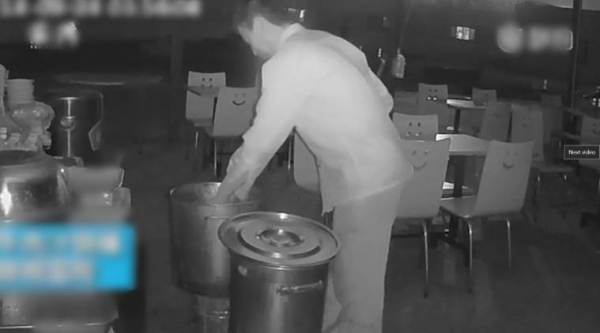 man peeing in soup, chinese man pees in soup, man pees in soup in china, restaurant owner pees in soup, viral video, indian express, indian express news