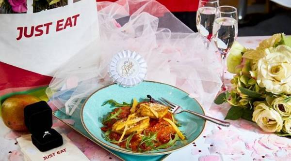 indian curry, uk indian curry, bizarre food offer, man wants to marry food, man chicken curry wedding proposal, just eats uk, saffron uk, food news, odd news, bizarre news, weird news, indian express