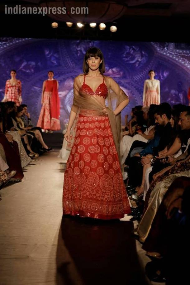 deepika Padukone, Ranbir Kapoor, mijwan fashion show, Ranbir Deepika, Deepika Ranbir, Ranbir Deepika photos, Deepika, Deepika Ranbir videos, Manish Malhotra fashion show, Deepika Padukone Ranbir Kapoor walking the ramp for Manish Malhotra, Indian express, Indian express fashion news