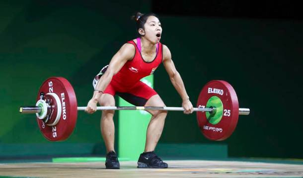 Mirabai Chanu during a Snatch at weightlifting event