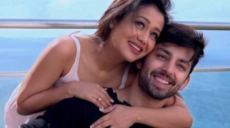 Oh Humsafar song: Neha Kakkar shows off her acting chops in the loveanthem