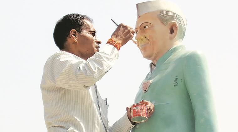 Nehru's statue found damaged