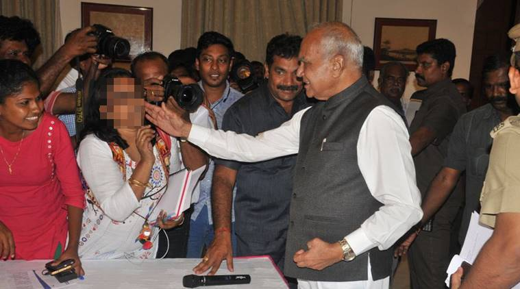 Patted cheek as act of appreciation, says TN Governor in apology; scribe 'not convinced'