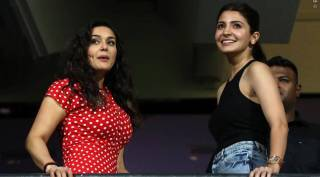 Anushka Sharma steals show in IPL match in Bangalore
