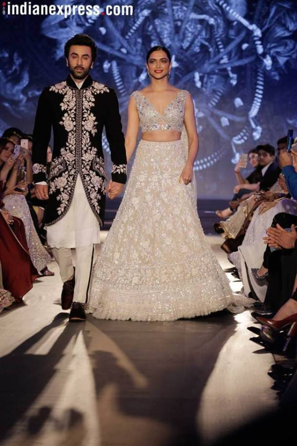 deepika Padukone, Ranbir Kapoor, mijwan fashion show, Ranbir Deepika, Deepika Ranbir, Ranbir Deepika photos, Deepika, Deepika Ranbir videos, Manish Malhotra fashion show, Deepika Padukone Ranbir Kapoor walking the ramp for Manish Malhotra, Indian express, Indian express fashion news
