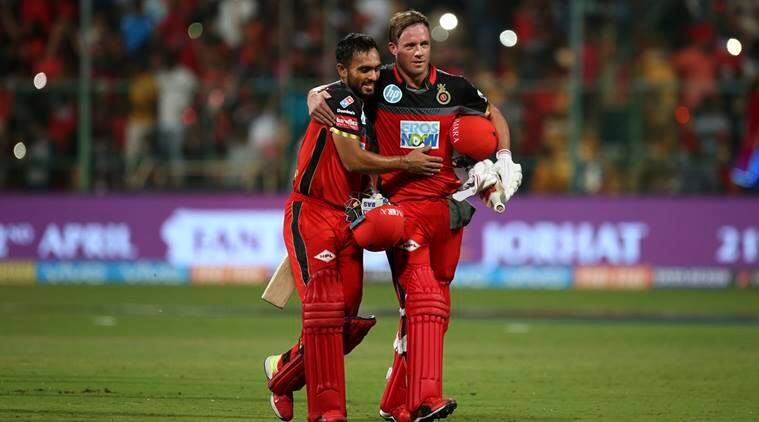 AB de Villiers and Mandeep Singh after RCB's win against DD