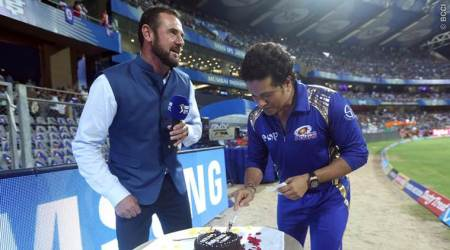 Sachin Tendulkar celebrates 45th birthday with Wankhede crowd