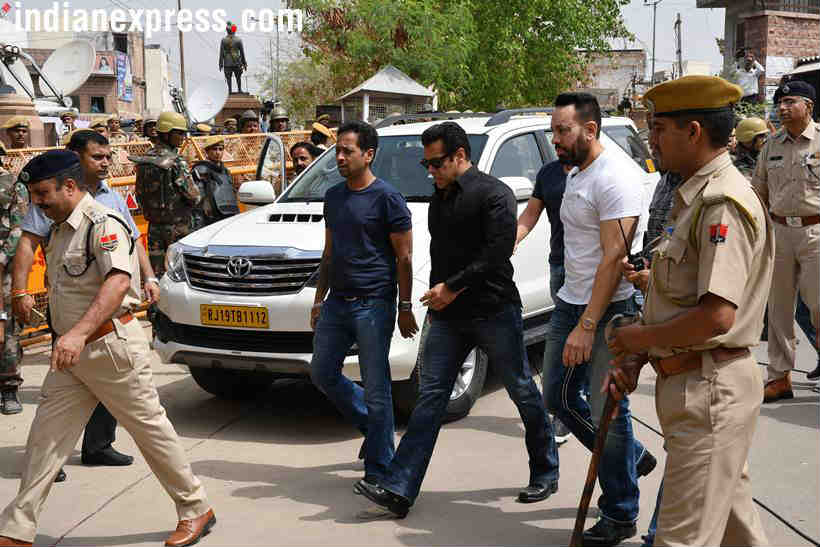 Salman Khan arriving at the Jodhpur court