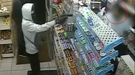 VIDEO: Brave shopkeeper teaches a 'spicy' lesson to robbers with chilly powder