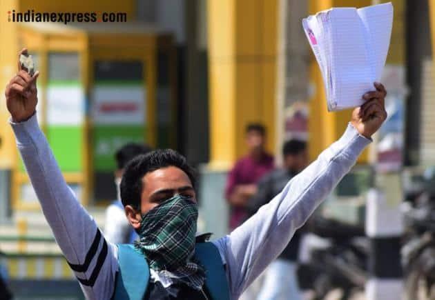 kashmir photos, srinagar protest images, stone pelting pictures, jammu kashmir images, j&k pics, kashmir encounter, anantnag, jk student protest, indian express