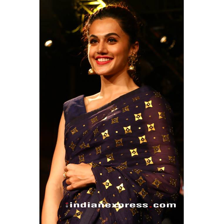 Taapsee Pannu, Taapsee Pannu latest photos, Taapsee Pannu fashion, Taapsee Pannu Priyal Prakash sari, Taapsee Pannu Forever Mark collection fashion show, Taapsee Pannu ethnic outfits, indian express, indian express news