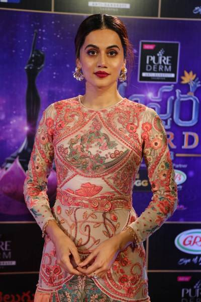 Taapsee Pannu at the Zee Telugu Apsara Awards 2018