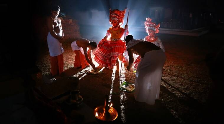 theyyam art forms, art forms in Kerala, art forms in Northern Kerala, Theyyam, Theyyam history, Theyyam significance, Theyyan dance form history, Indian Express, Indian Express News