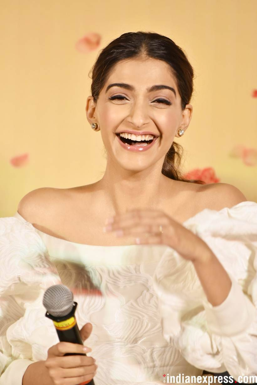 sonam kapoor at the veere di wedding promo launch