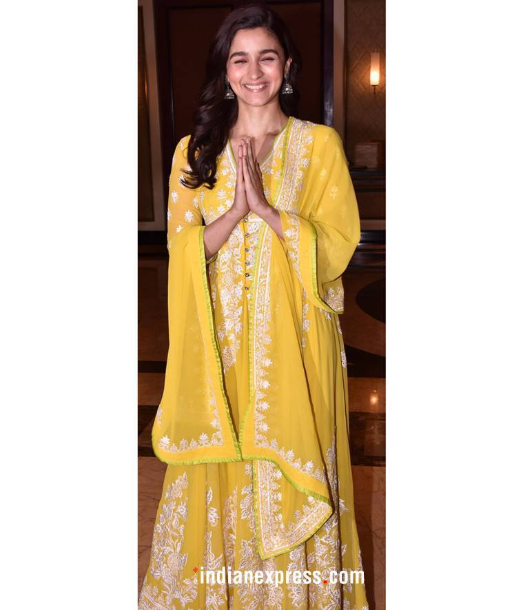 Alia Bhatt, Alia Bhatt Raazi, Alia Bhatt Raazi party photos, Alia Bhatt latest photos, Alia Bhatt fashion, Alia Bhatt Abu Jani Sandeep Khosla, Alia Bhatt ethnic fashion, indian express, indian express news