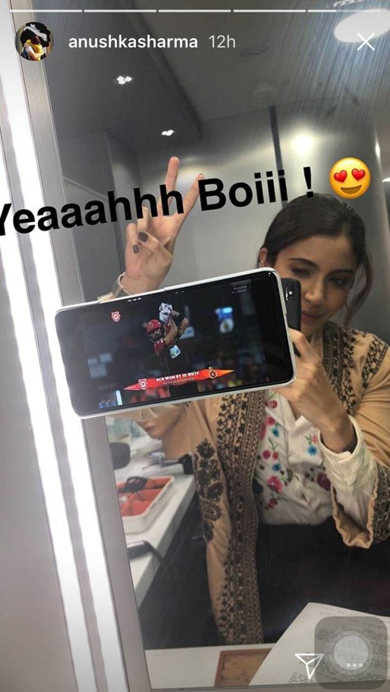anushka sharma cheers for virat kohli