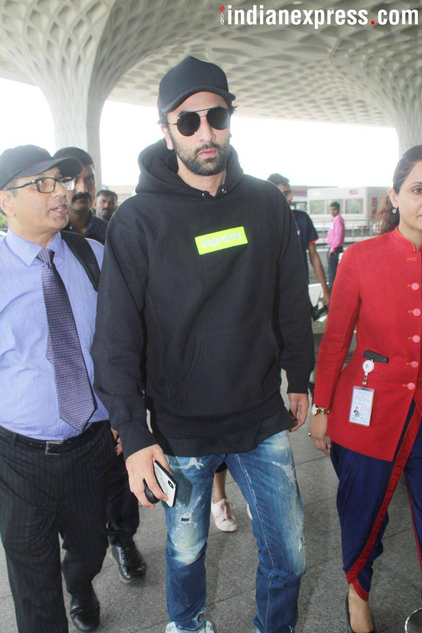 ranbir kapoor spotted at mumbai airport
